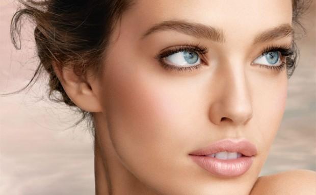 dream-mousse-blush_model-shot_124346-e1320263724134